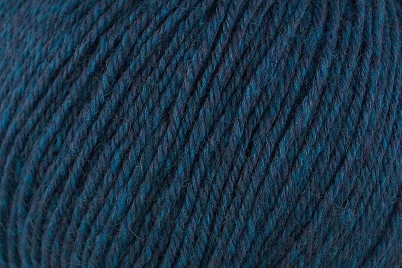 Deluxe Worsted Superwash Yarn Universal Yarn 766 Teal Rustic