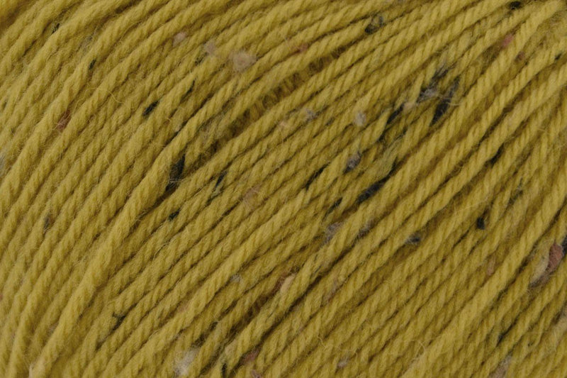 Deluxe Worsted Tweed Yarn Universal Yarn 903 Hazelnut