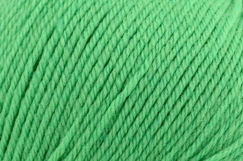 Deluxe Bulky Superwash Yarn Universal Yarn 912 Shamrock Smoothie