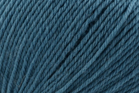 Deluxe Worsted Superwash Yarn Universal Yarn 714 Petrol Blue