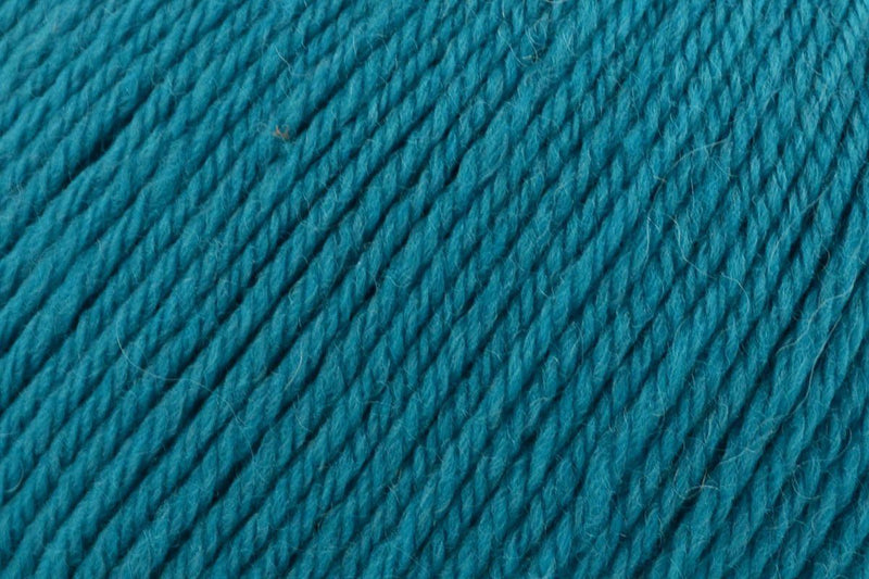 Deluxe Worsted Superwash Yarn Universal Yarn 715 Teal Viper
