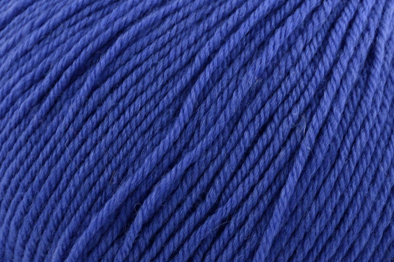 Deluxe Worsted Superwash Yarn Universal Yarn 719 Purplish Blue