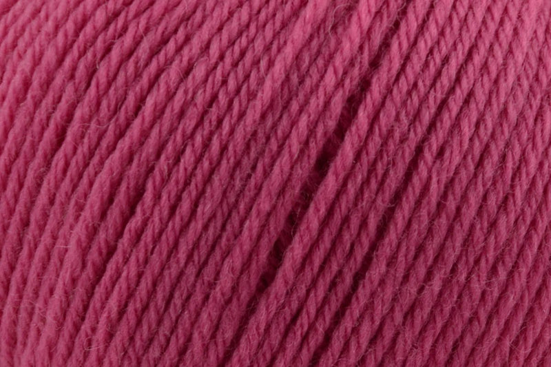 Deluxe Worsted Superwash Yarn Universal Yarn 720 Grape Taffy