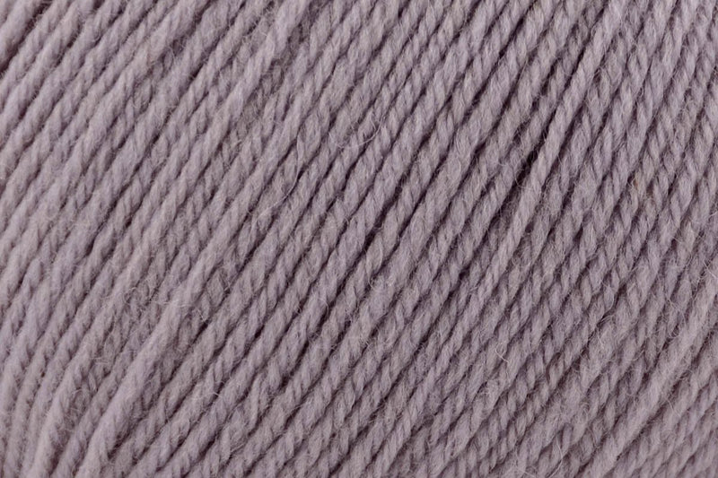Deluxe Worsted Superwash Yarn Universal Yarn 729 Neutral Grey