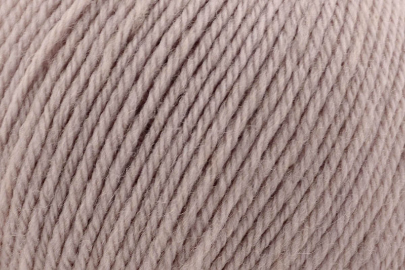 Deluxe Worsted Superwash Yarn Universal Yarn 730 Steel Cut Oats