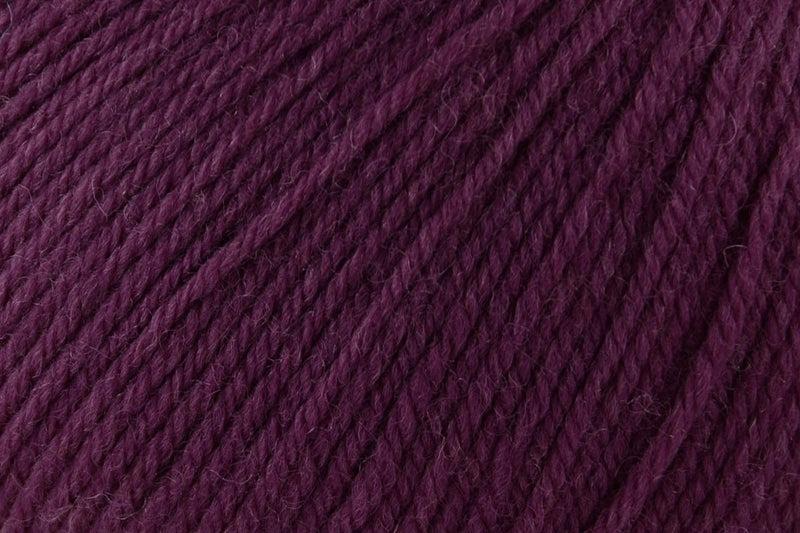 Deluxe Worsted Superwash Yarn Universal Yarn 742 Plum Dandy
