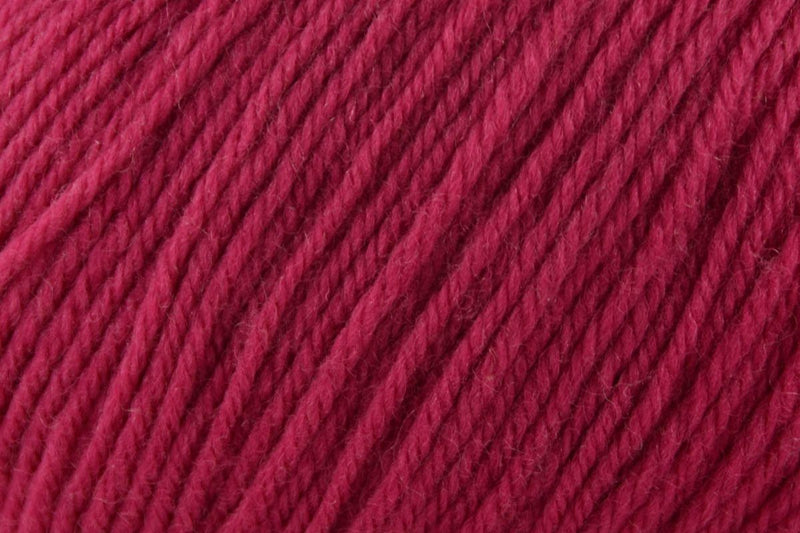 Deluxe Worsted Superwash Yarn Universal Yarn 743 Bashful Pink