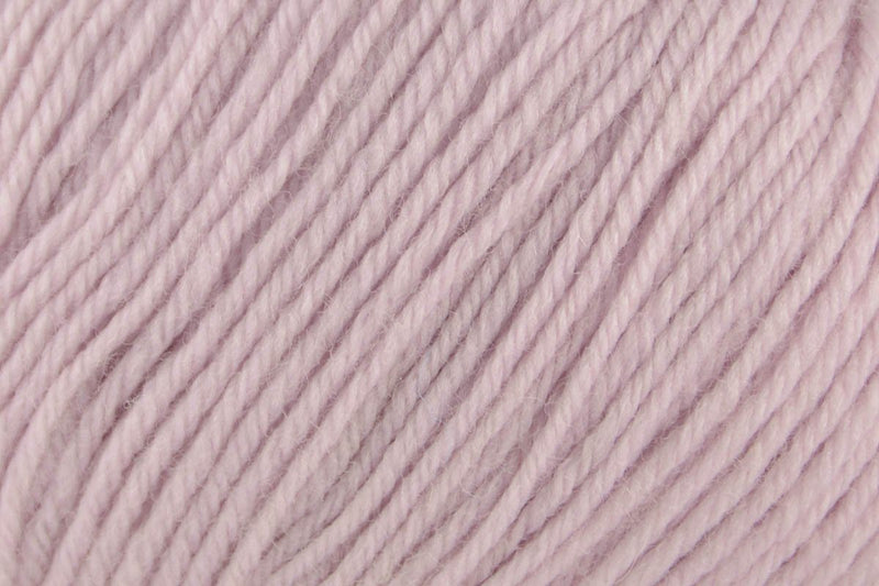 Deluxe Worsted Superwash Yarn Universal Yarn 747 Lilac Wash