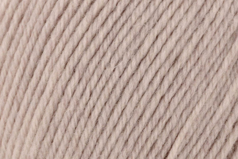 Deluxe Worsted Superwash Yarn Universal Yarn 748 Oatmeal Heather
