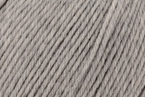 Deluxe Worsted Superwash Yarn Universal Yarn 749 Smoke Heather