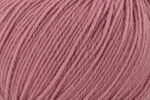 Deluxe Worsted Superwash Yarn Universal Yarn 759 Berry Crush