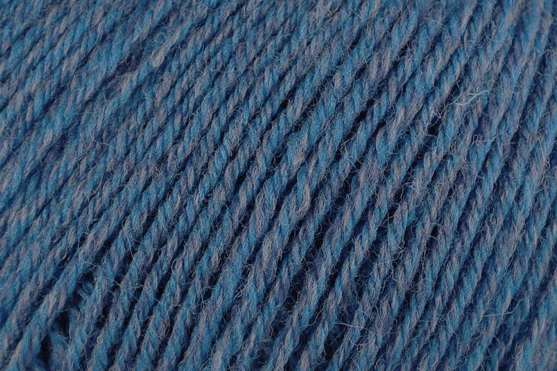 Deluxe Worsted Superwash Yarn Universal Yarn 771 Blue Rustic