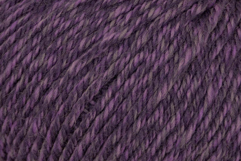 Deluxe Worsted Superwash Yarn Universal Yarn 765 Grape Rustic