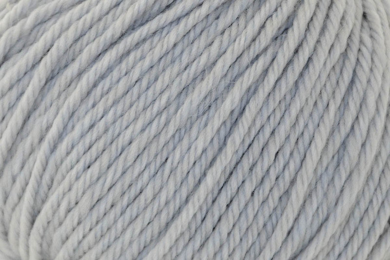 Deluxe Worsted Superwash Yarn Universal Yarn 772 Ice Rustic