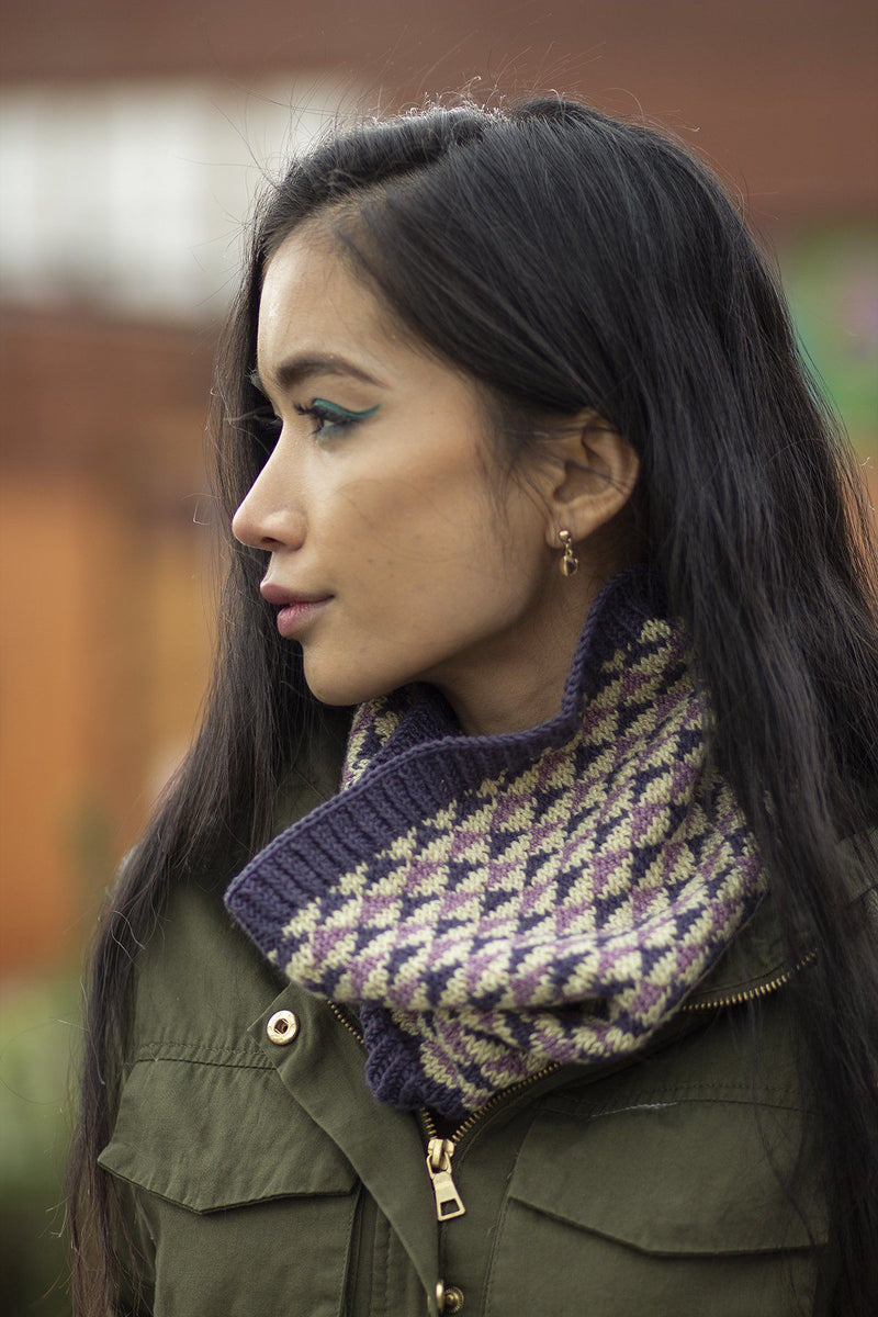 Equilateral Cowl Pattern Universal Yarn