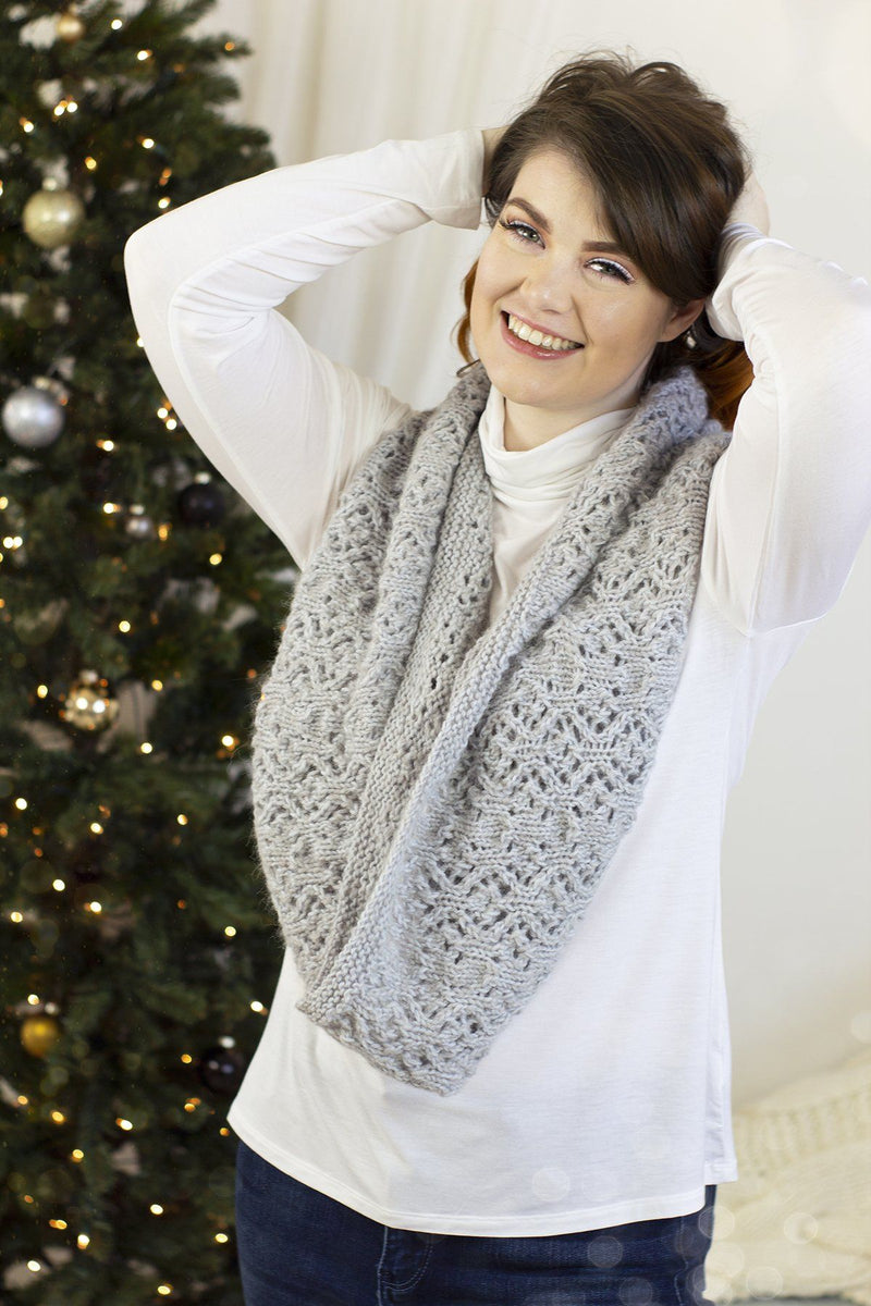 12 Days - Falling Snow Kit Universal Yarn