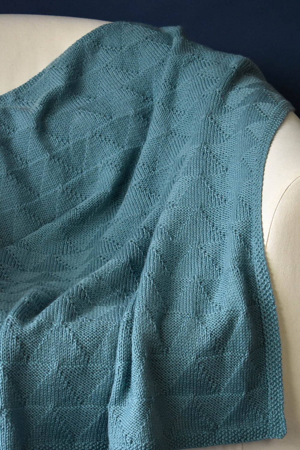 Knits, purls make this triangle knitting blanket pattern