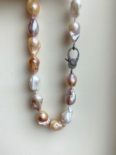 Natural Color Pearl short Baroque Necklace