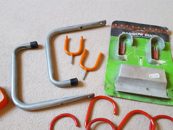 Job lot of Mixed Hooks & Brackets 27168