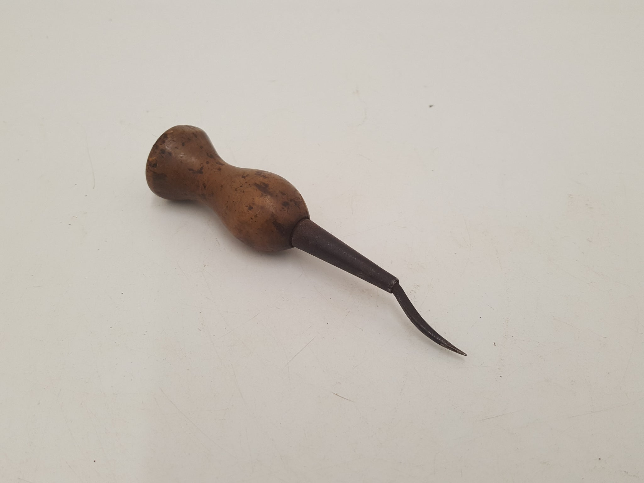 "1"" Unique Vintage Curved Leather Working Awl w Palm Handle 30839"
