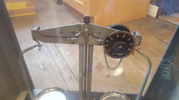 Griffin George Ltd Fine Scale In Glass Case + Weights GWO 18277