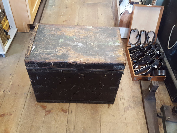 "22 x 13 1/2 x 17"" Nice Vintage Box Lightly Oiled 26068"
