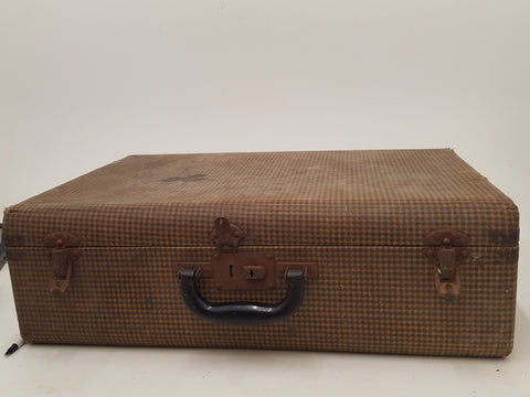"21 x 14 x 6 3/4"" Vintage Majestic Leather Goods Suitcase 32217"