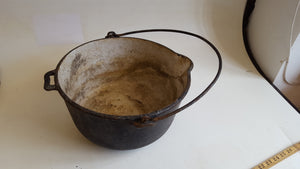 "Nice 12"" Vintage Cast Iron Cooking Pot 39255"