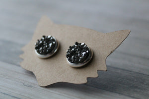 10mm Gunmetal In A Silver Stud