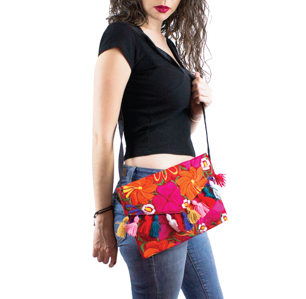 CAITE CLUTCH BORDADO ROJO