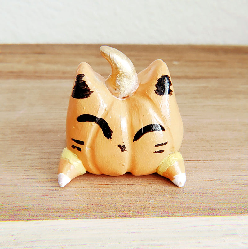 No.8 - Handmade Clay Cat Sculpture - PlatterCats Creative