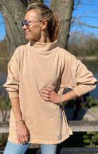 Load image into Gallery viewer, HIGH NECK SWEATSHIRT - Caramel