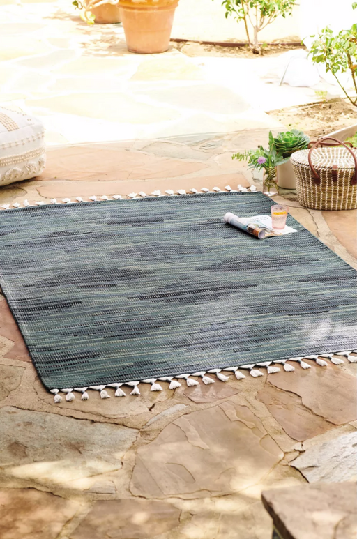 5'x7' Diamond Tassel Outdoor Rug Blue