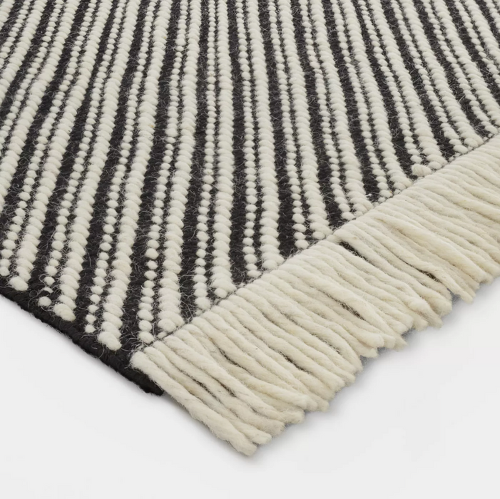 Size 5'x7' Color Black/White Chevron Woven Area Rug