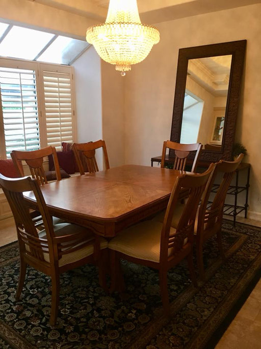 Beautiful High End Traditional Solid Wood Dining Table and 6 Chairs Sacrifice $450