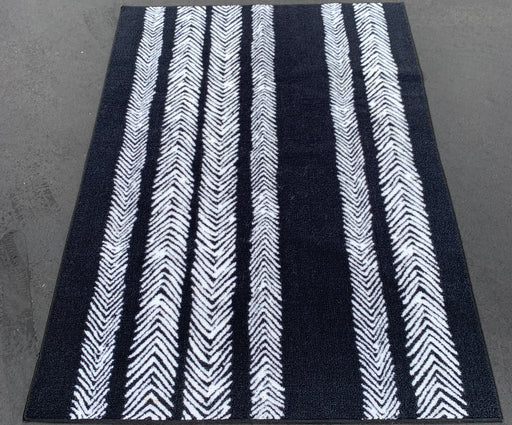 4x5'6 BLACK CHEVRON Area Rug By ROOM ESSENTIALS