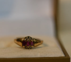 10k Solid Gold Vintage Ring Center Gems Ruby and Diamonds 1.90g Size 5