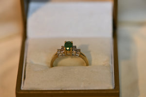 10K Solid Gold Vintage Diamond &  Center Stone Emerald Ring 2.02g Size 7