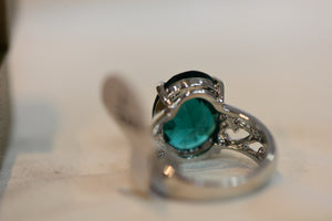 Sterling Silver Ring With Big Green Crystal 925 Size 7 5.64g