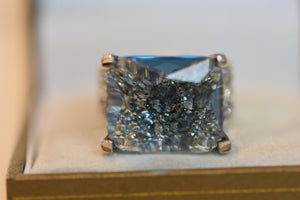 Sterling Silver 925 Ring With Main Stone A Square Blue Crystal Beautiful Design Size 7 10.67g