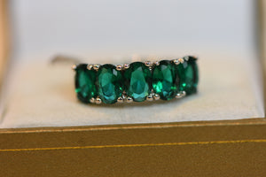 Sterling Silver Ring With Green Crystals Beautiful Design Size 7 (925) 3.17g