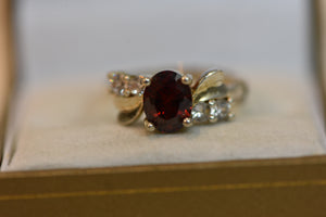 Sterling Silver Ring Center Stone Beautiful Red Crystal & CZ (925) Size 8 3.94g