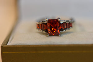 Sterling Silver Ring With Center Red Crystals (925) Size 8 3.87g New Design