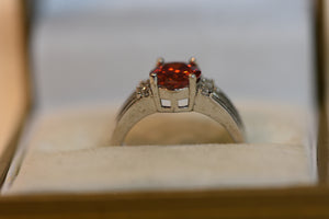 Sterling Silver Ring With Red Crystal Center Stone Size 8 (925) 3.68g
