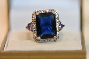 Beautiful  Sterling Silver Ring With Big Blue Center Stone With Hearts Side Crystals CZ Size 8 (925) 9.71g