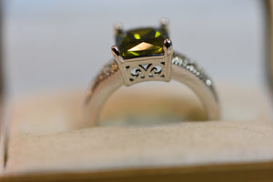 Sterling Silver Ring Green Stone Crystal Citrine or Tourmaline (925) 5.71g