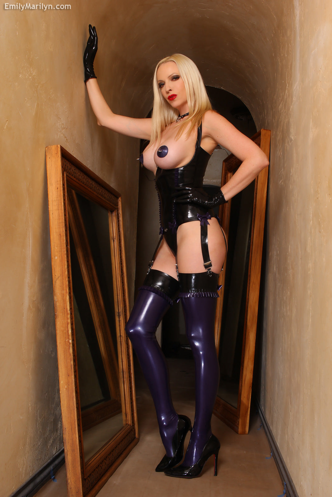 Latex frill & bow stockings