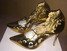 Load image into Gallery viewer, Pointed Toe Gold Carved Thin Heel Pumps