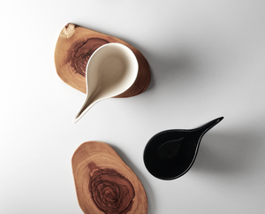 GöKHAN ZiNCiR - SHADOW - black or white ceramic cup with natural wood plate