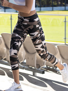 YOGA 3/4 CAPRI CAMO TIGHTS - SAHARA